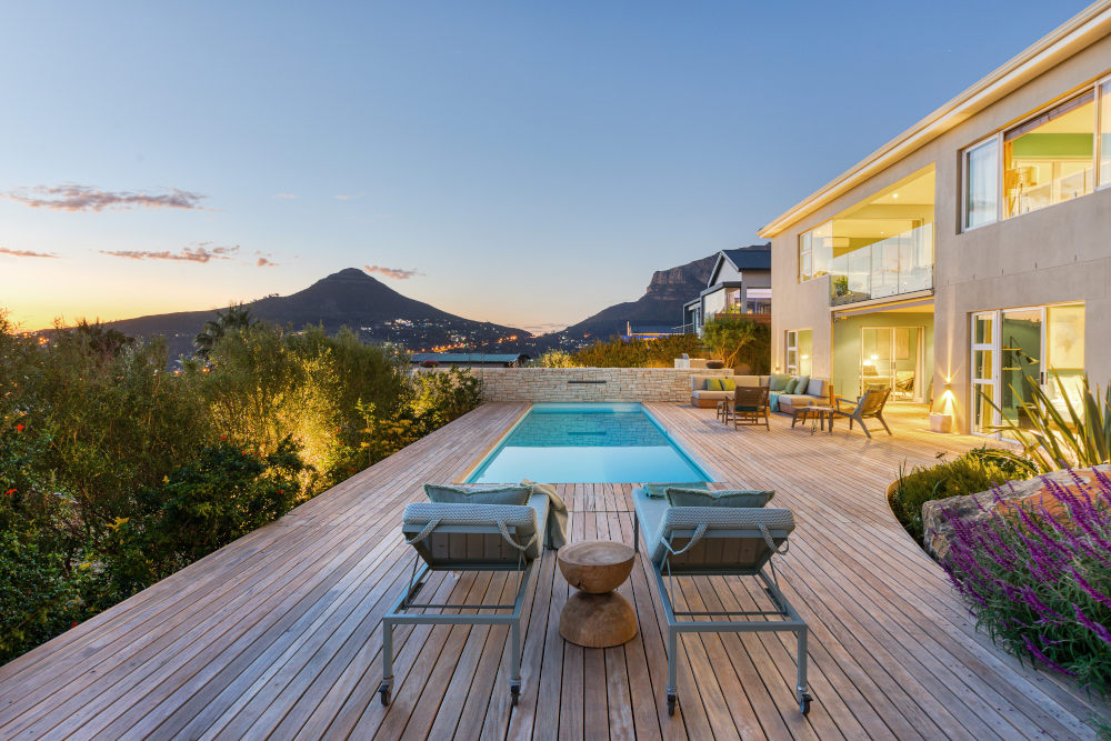 Beautiful backyard hout bay chez