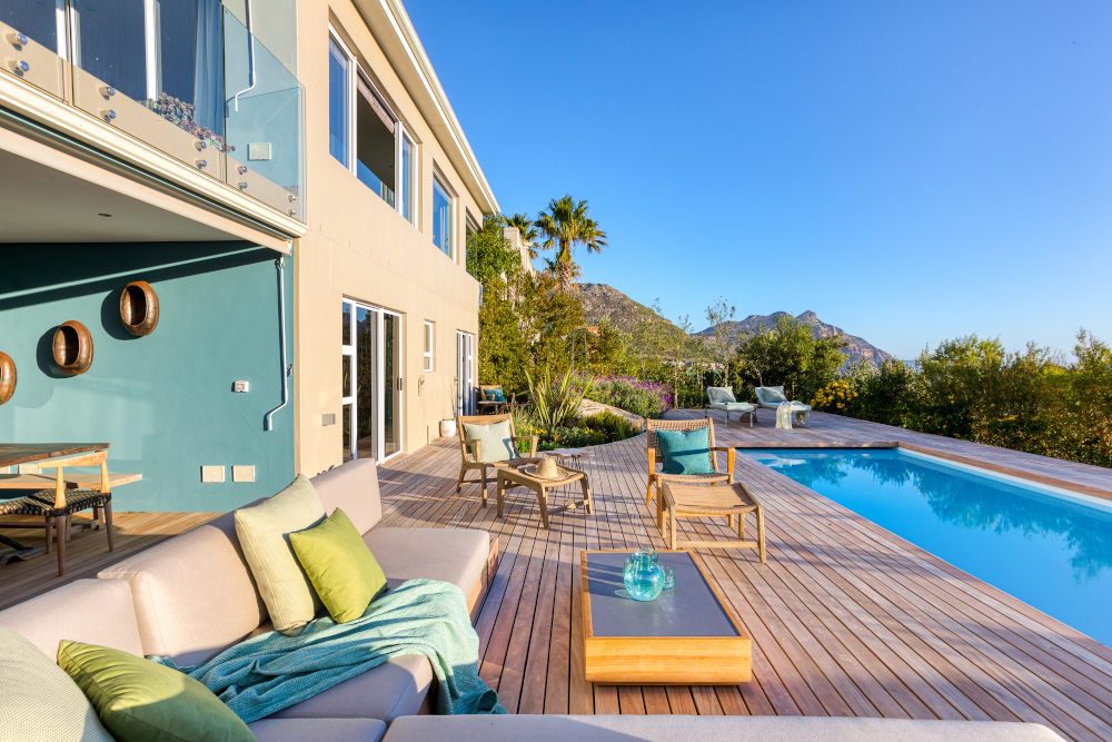 Beautiful backyard hout bay seating
