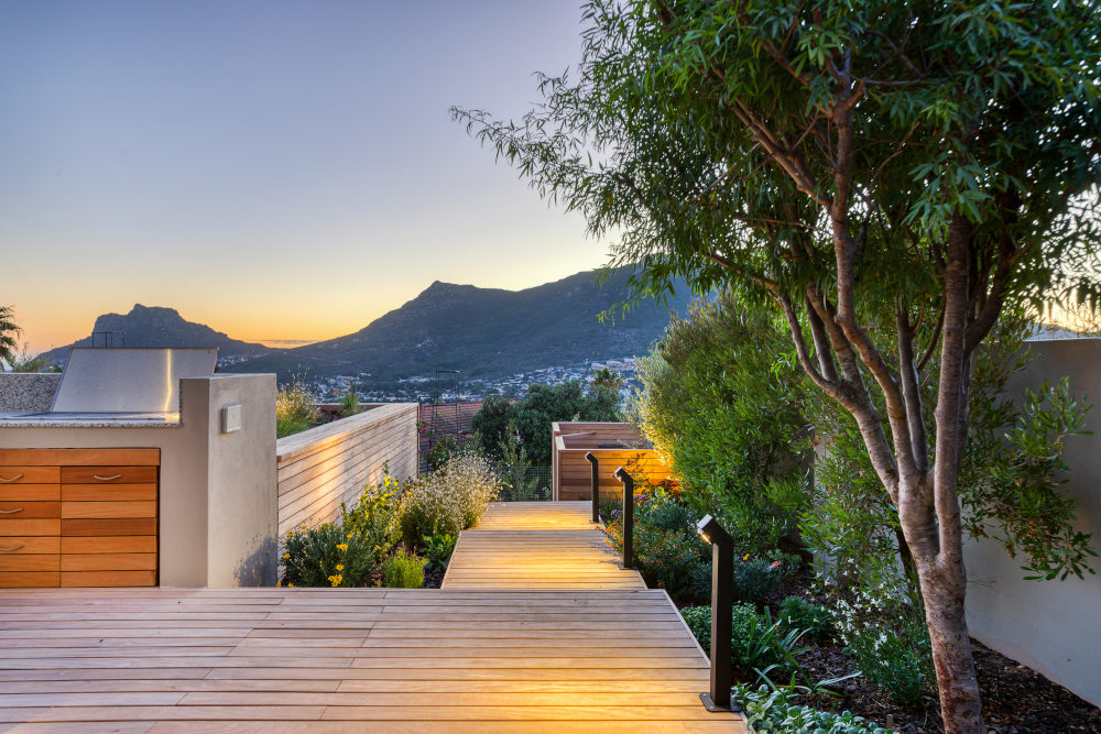 Beautiful backyard hout bay side